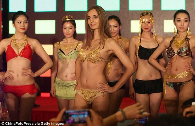 Bikini Berlapis Emas