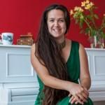Kelamaan Jomblo, Wanita Ini Nikahi Dirinya Sendiri 2