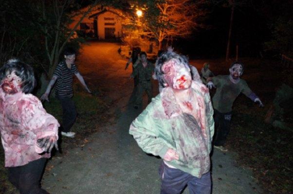 Zombie Serang Perkemahan Musim Panas Secara Brutal 1