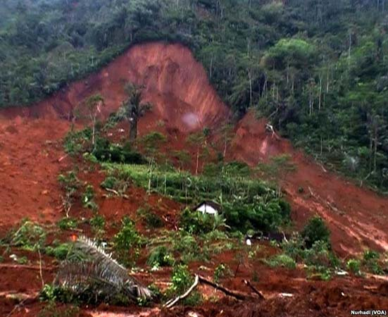 Bencana Longsor Banjarnegara Diawali Dengan Jalan Ambles