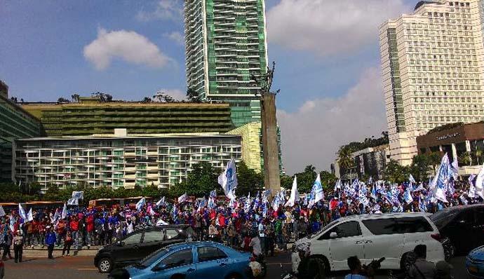 Demo Buruh Serempak Di 12 Kota Besar