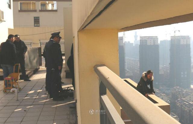 Geger Wanita Ingin Terjun Dari Lantai 28, Tempat Suaminya Meninggal (1) SHANGHAIIST
