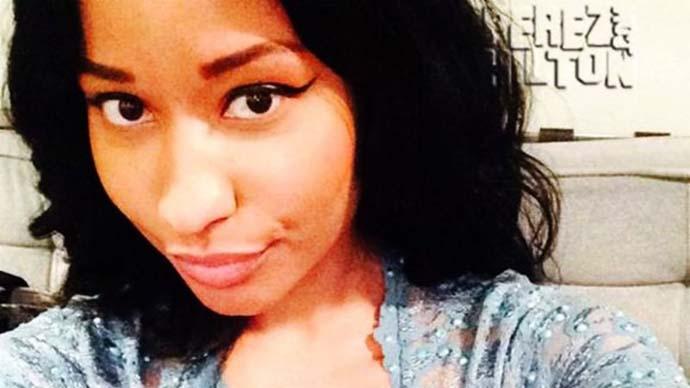 Nicky Minaj Mengalami Nipple Slip Saat Selfie