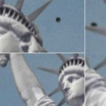 Benda Aneh Mendekati Patung Liberty