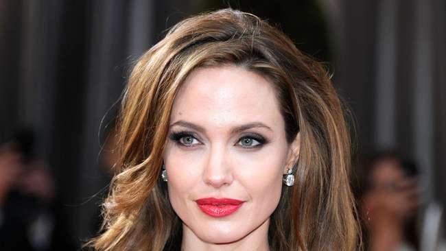 Angelina Jolie Percaya Manusia Tidak Sendirian