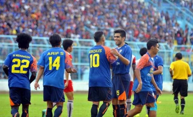 Arema Menang Telak 5-2 Atas Mitra Kukar Dalam Turnamen SCM Cup 2015