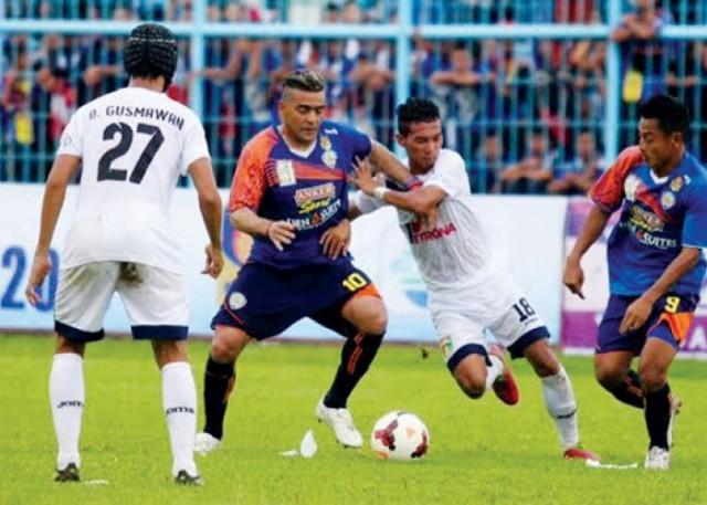 Arema Taklukan Persipura Dalam SCM Cup 2015
