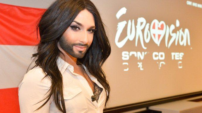 Fakta Tentang Conchita Wurst, Pria Berjenggot Yang Sangat Cantik (Seorang drag queen)