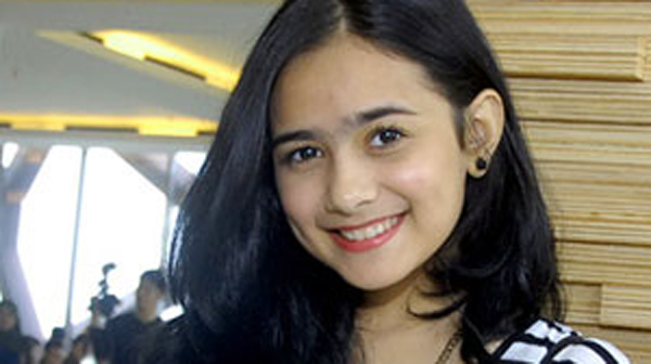 Hengky Kurniawan Melamar Sonya Fatmala Di Singapura