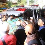 Hujan Dan Tangis Iringi Pemakaman Bob Sadino