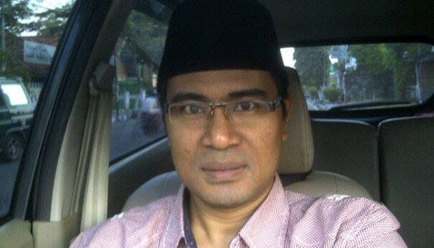 Mathur Husyairi, aktivis anti korupsi Bangkalan yang ditembak di depan rumahnya