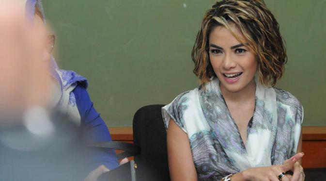 Nikita Mirzani Ungkap Alasan Memukuli Suaminya