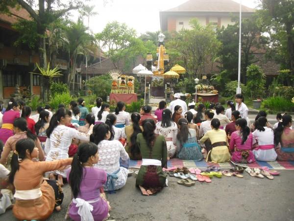 Umat Hindu Merayakan Hari Suci Siwaratri
