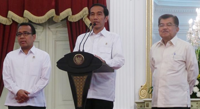 Presiden didampingi Wapres Jusuf Kalla dan Mensesneg Pratikno dalam jumpa pers di Istana Negara, Rabu 1822015