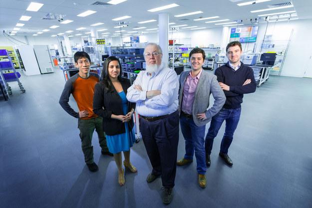 Para Ilmuwan Biologi Sintetik (C)bioworks via Buzfeed