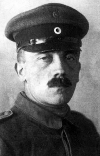 Adolf Hitler (c) viralnova