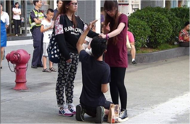 Menghukum Pacar di Tengah Jalan (C)daily uk