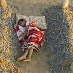 Tidur Ditengah Makam (c) list25.com