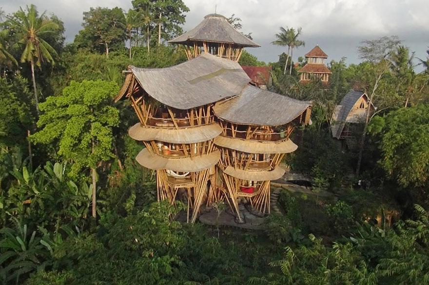 Rumah Bambu bila difoto dari kejauhan