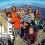 Bule bersih2 di Indonesia