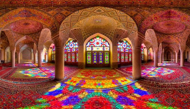 Masjid_Pink_Nasir_Al-Mulk