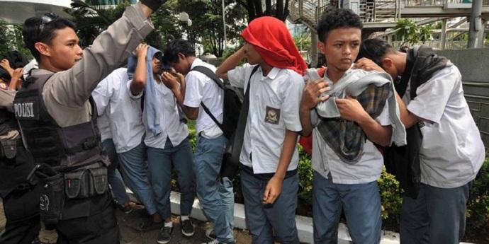 Anak yang Suka Jadi Preman Sekolahan [image source]