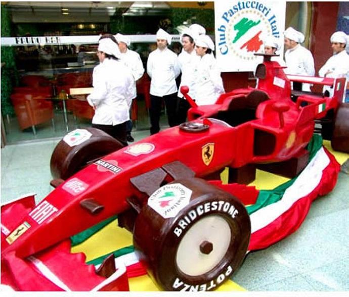 Mobil Balap Dari Cokelat [image source]