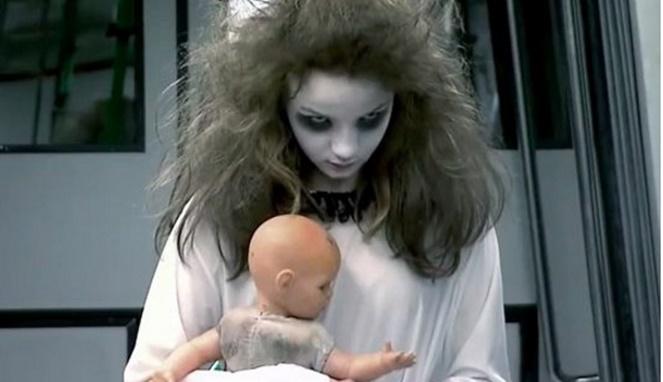 Kuntilanak suka dengan anak kecil (image source)