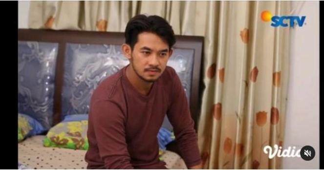 2 14 - Viral, Aktor FTV Ganteng Ini Banting Setir jadi Penjual Seblak Kaki Lima